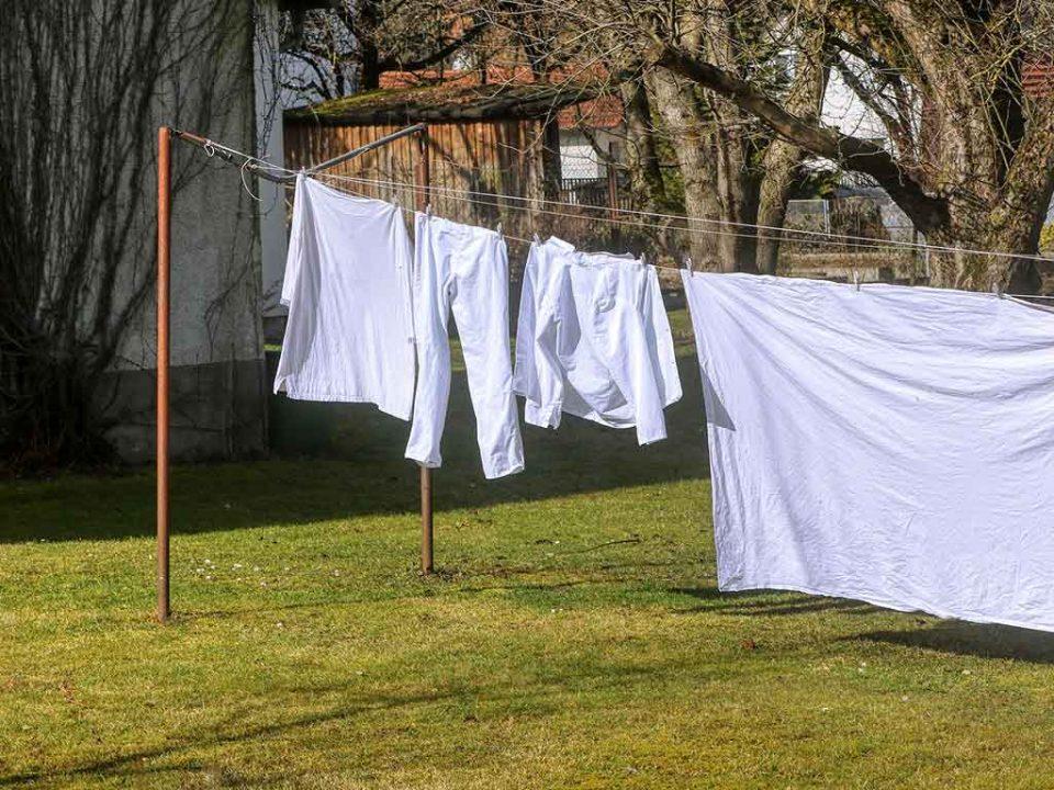 trucos para recuperar el blanco de tu ropa
